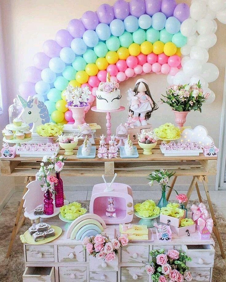 Bolo de unicórnio na decoração de festa infantil