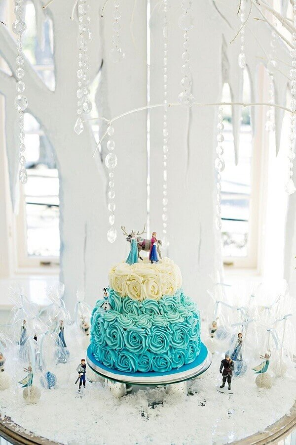 bolo decorado com chantilly para festa da frozen Foto Hello Wonderful