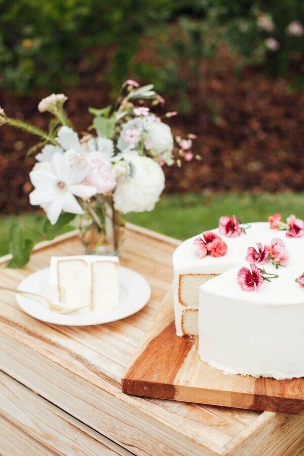 bolo decorado com flores para piquenique romântico Foto Pinterest