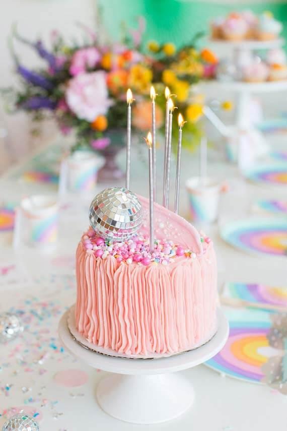 Bolo para decoração de festa de aniversário simples