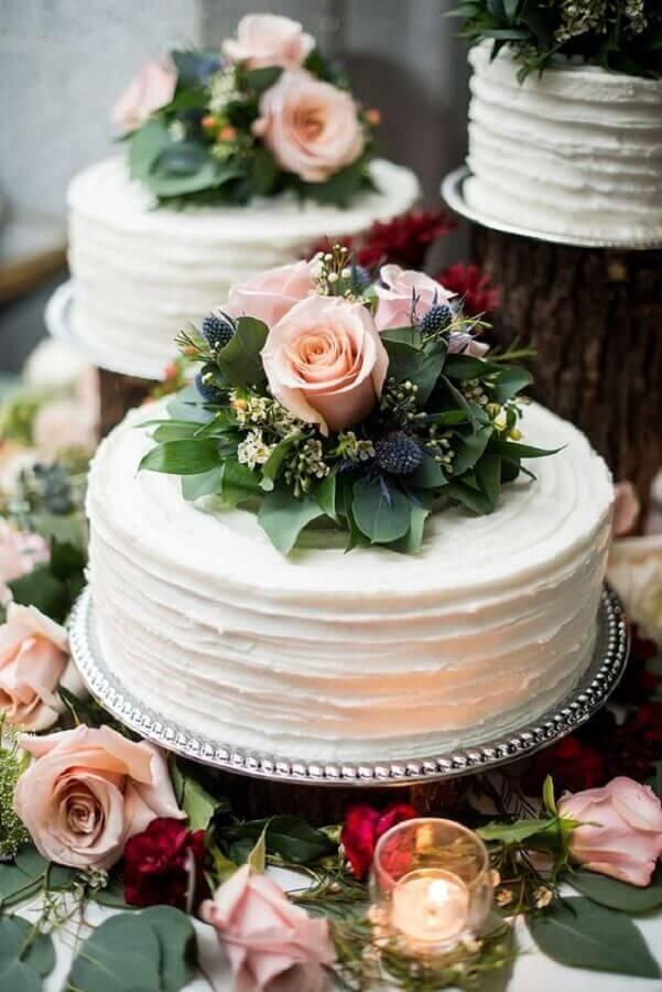 bolo simples de casamento com flores Foto Maria Grace