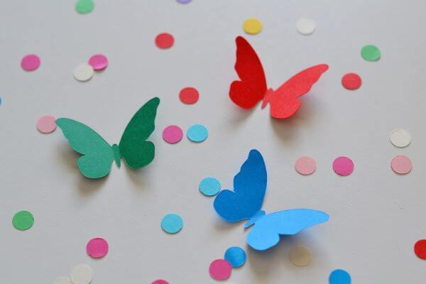 borboletas de papel coloridos são ótimos para usar na decoração