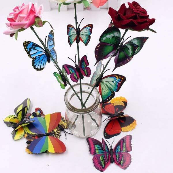 Borboletas de papel nas flores