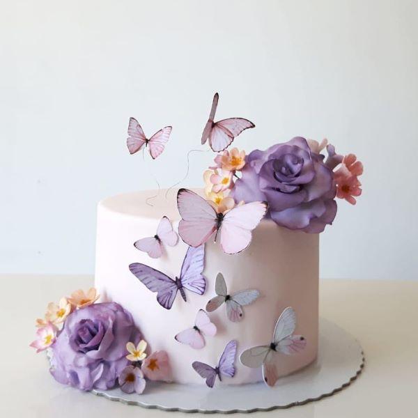 bolo de aniversário simples com as borboletas de papel