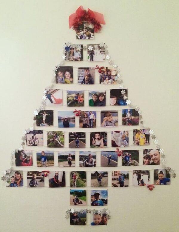 Árvore de Natal na parede feita com fotos