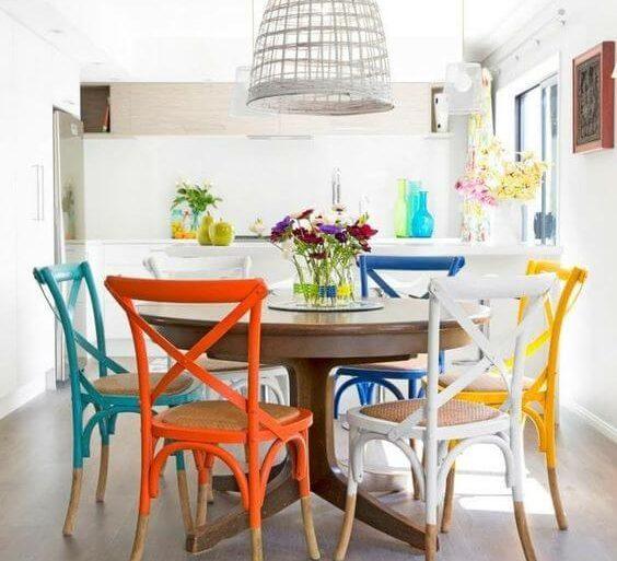 cadeira-de-madeira-colorida-para-cozinha-casinha-colorida