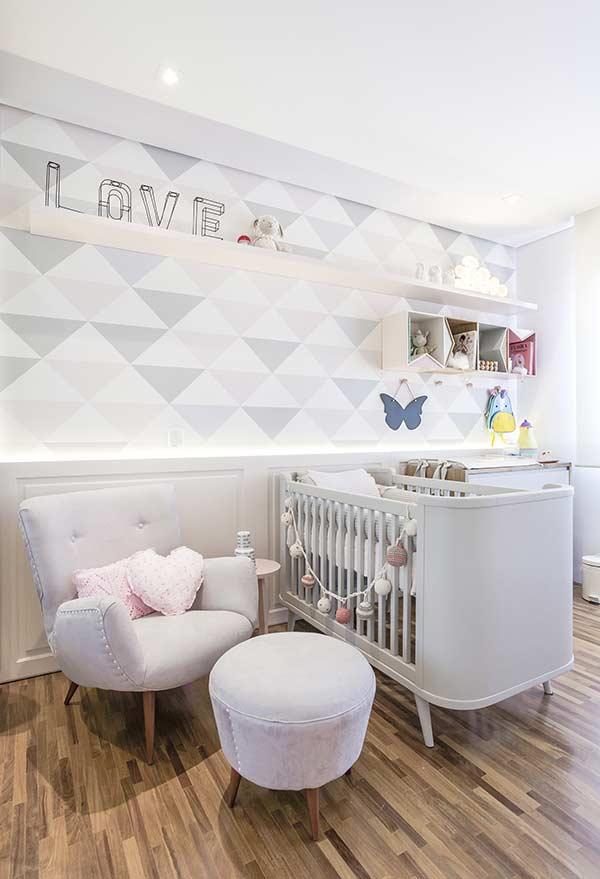 Cadeira para quarto de bebê confortável e linda