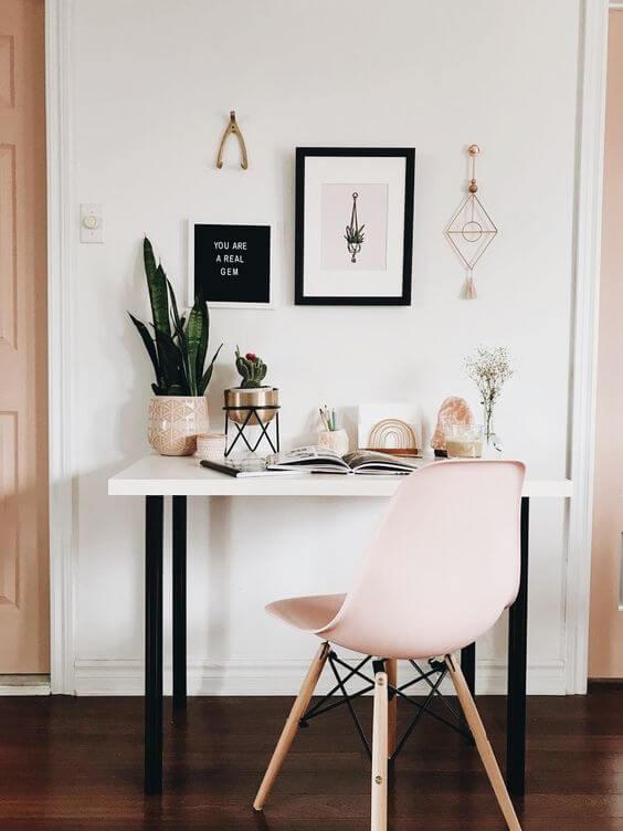 Cadeira para quarto moderna em tons de rosa