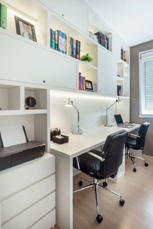 cadeiras giratórias para escritório planejado todo branco Foto Lovelyving