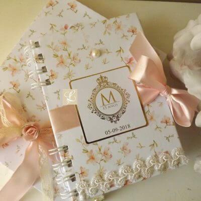 Caderno personalizado como lembrancinha de aniversário de 15 anos