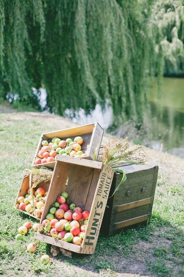 caixote de madeira com frutas para festa picnic Foto Pinosy