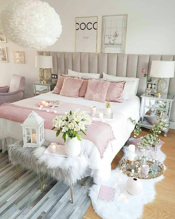 Cama arrumada completa em branco e rose