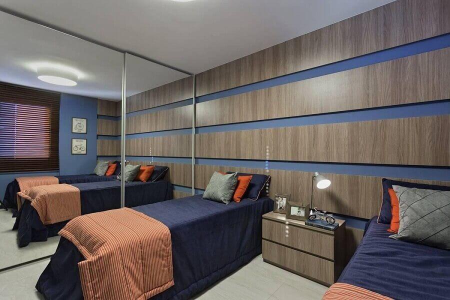 cama box solteiro para quarto masculino com guarda roupa espelhado Foto Renata Basques