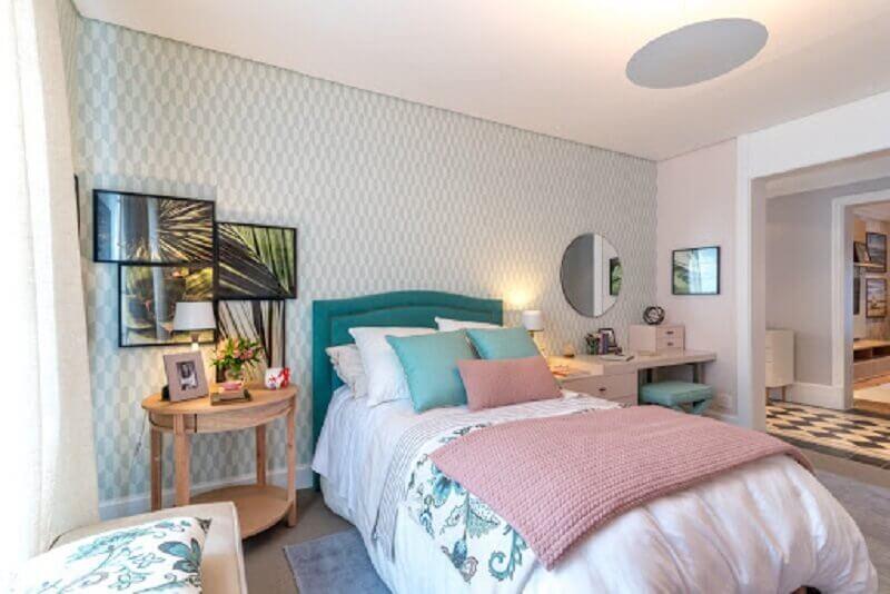 cama para quarto de solteiro com cabeceira estofada