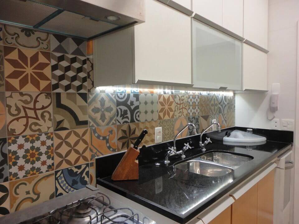 cerâmica para parede - cozinha planejada com azulejo de ladrilho