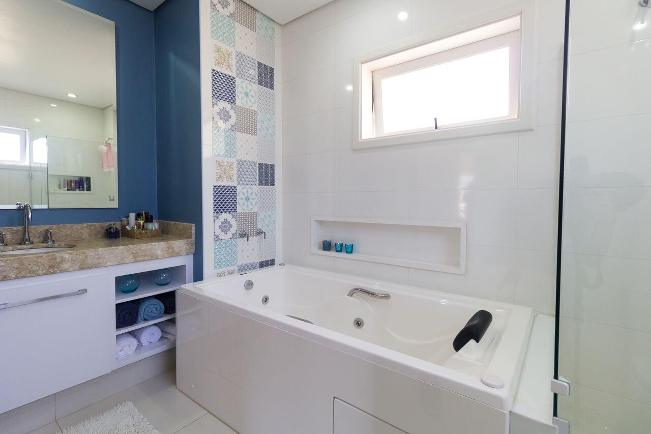 cerâmica para parede - sala de banho com azulejo azul