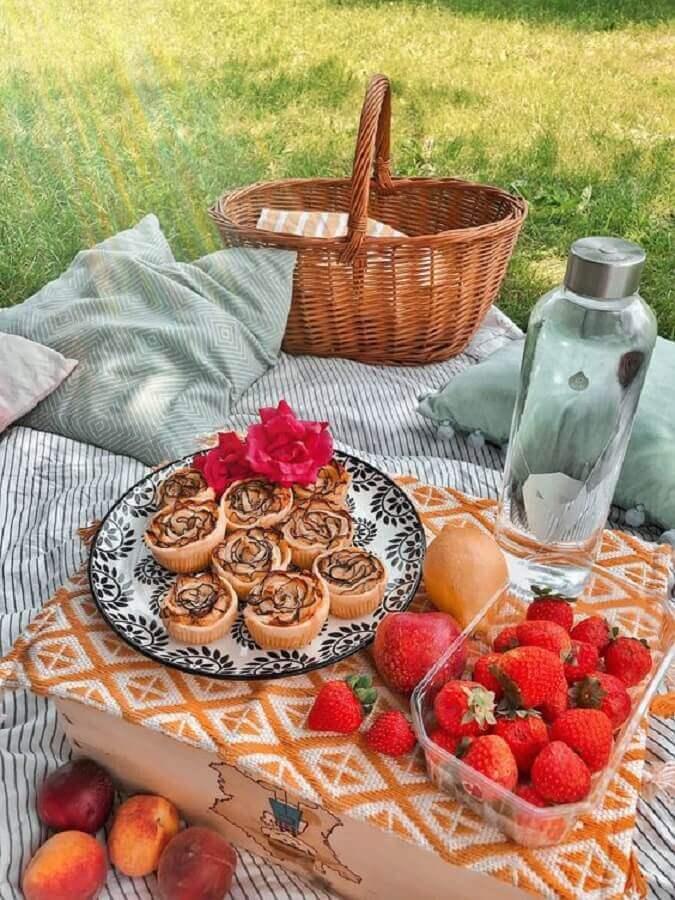 cesta de vime e comidas para piquenique Foto Pinterest