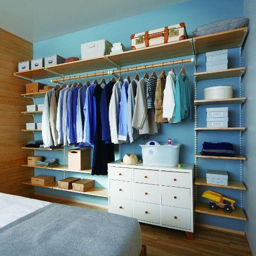 closet aberto - closet aramado com prateleiras de madeira