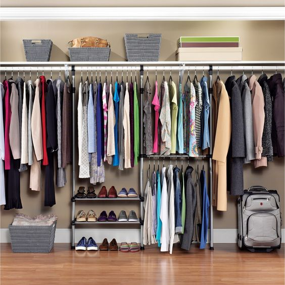 closet aberto - closet grande com prateleiras aramadas