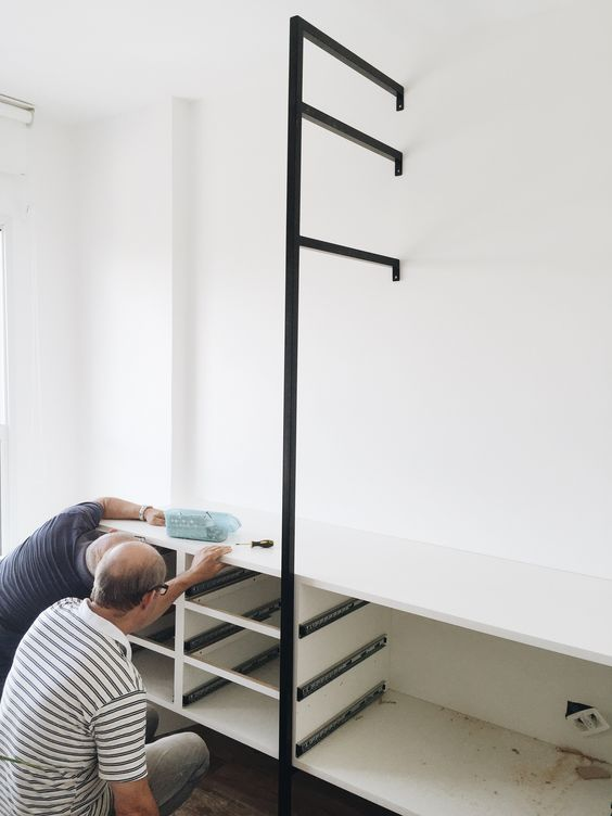 closet aberto - closet sendo montado