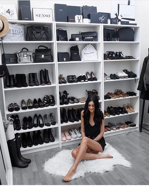 closet aberto - estante de sapatos