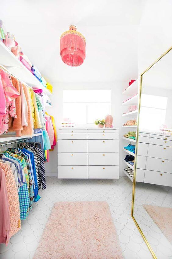 Closet feminino com espelho