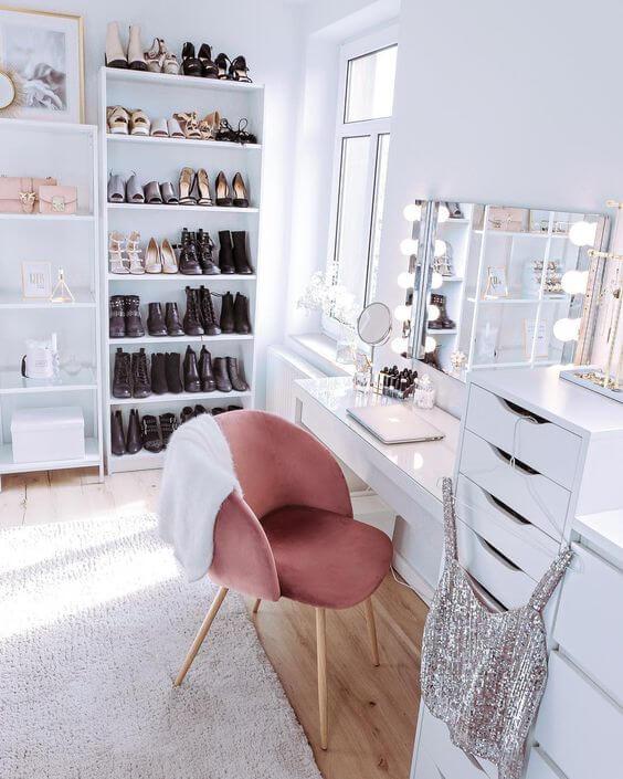 closet feminino branco com penteadeira