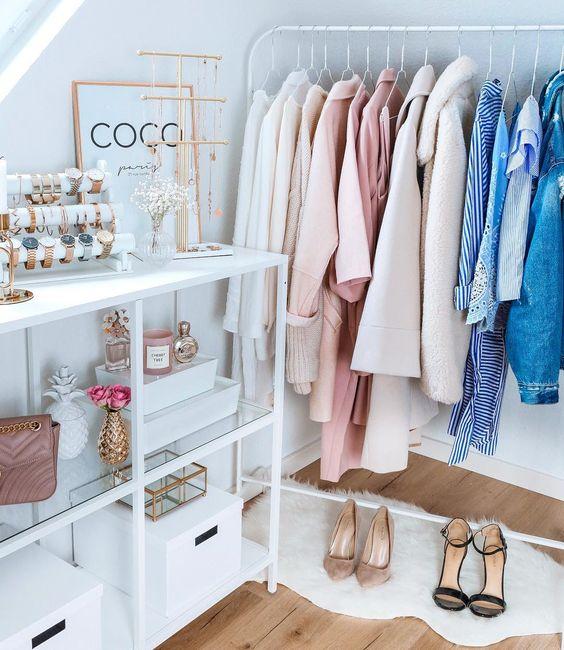 Closet feminino simples para quarto pequeno