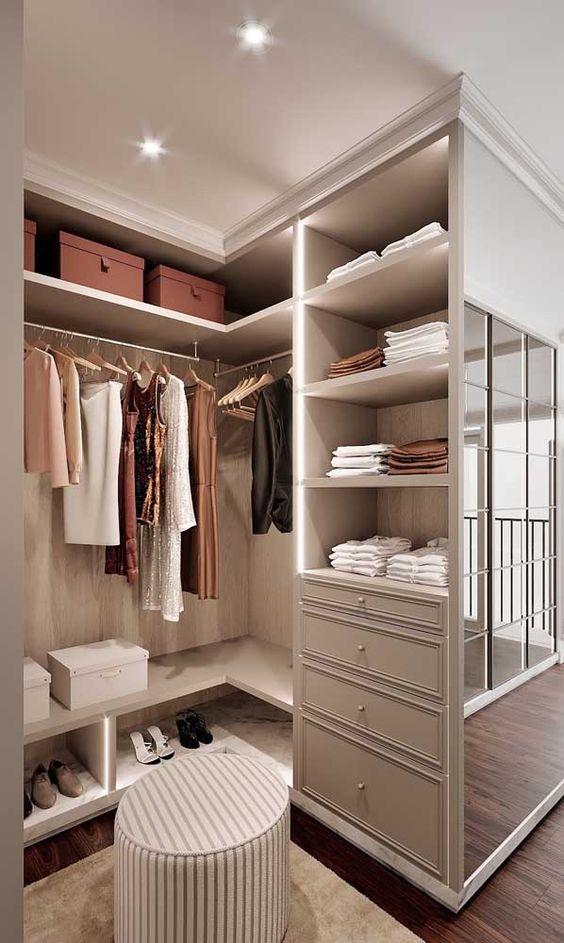 Closet feminino pequeno para quarto