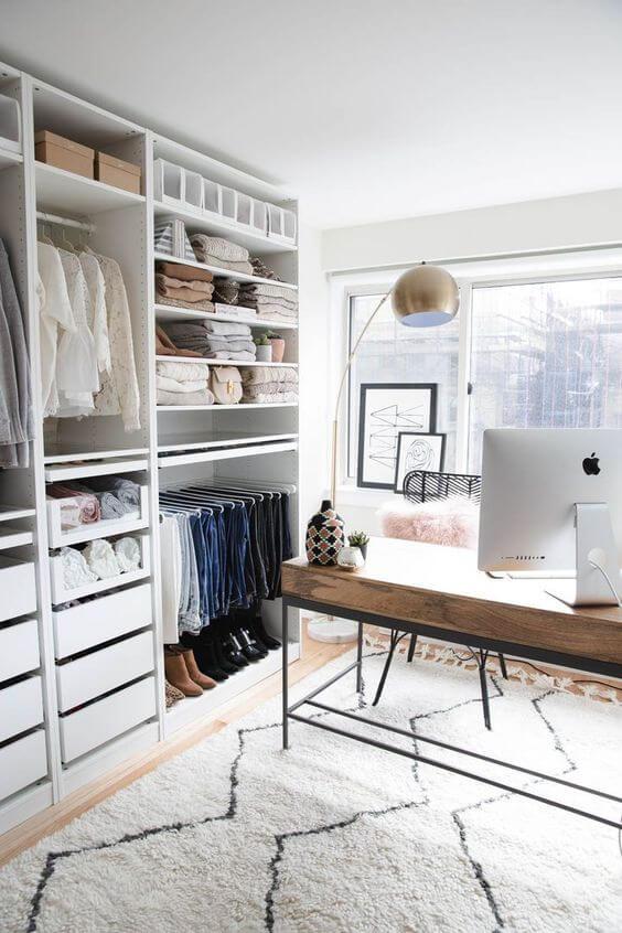 Closet feminino com escrivaninha para trabalho