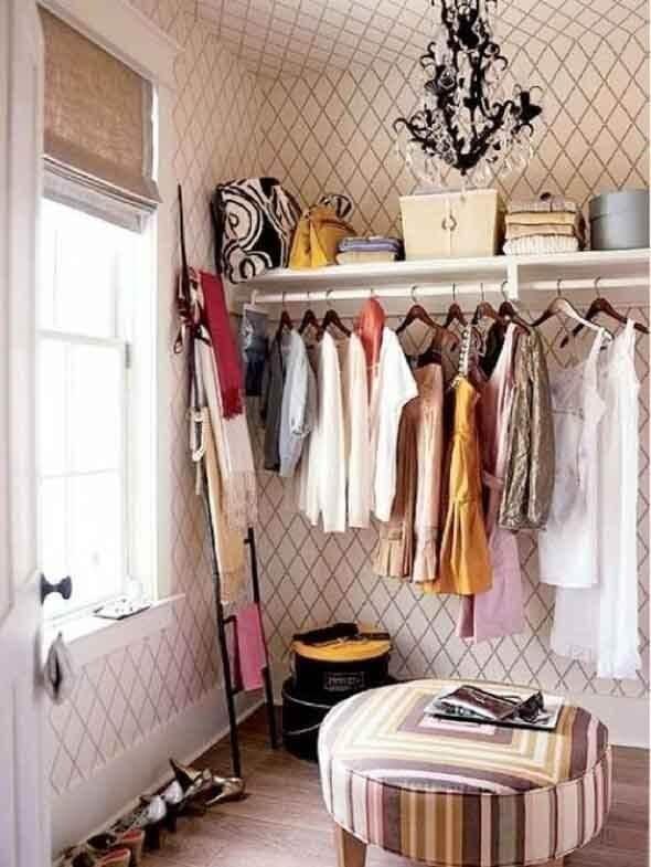 Closet feminino simples e pequeno