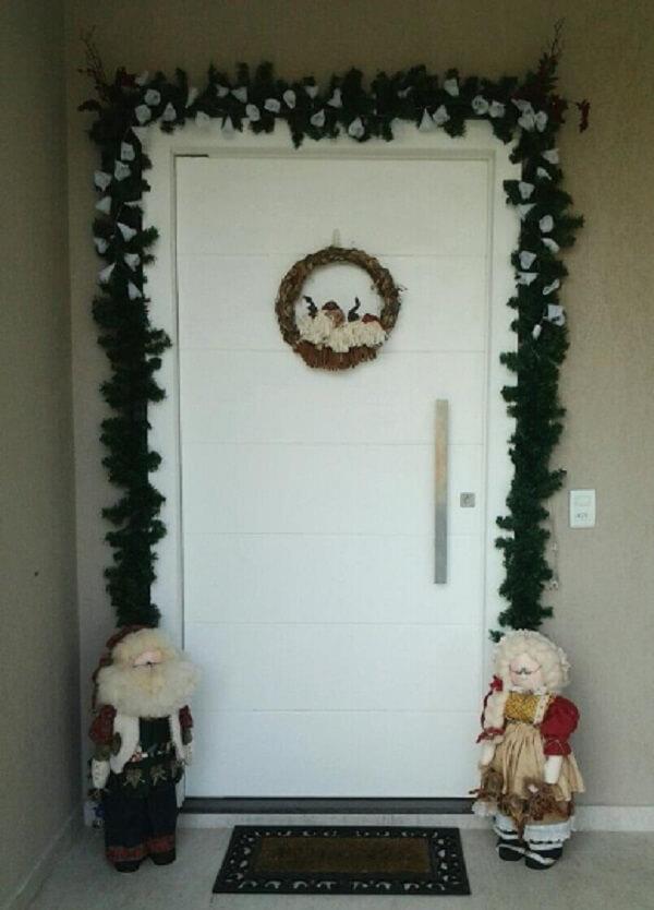 Enfeite de natal para porta com bonecos de pano