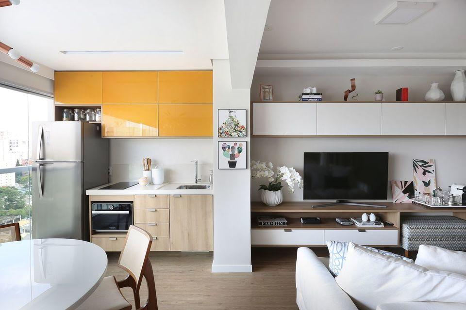 cor amarela - armário aéreo amarelo em apartamento studio