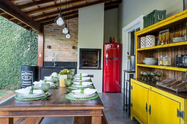 cor amarela - armário amarelo e geladeira vermelha