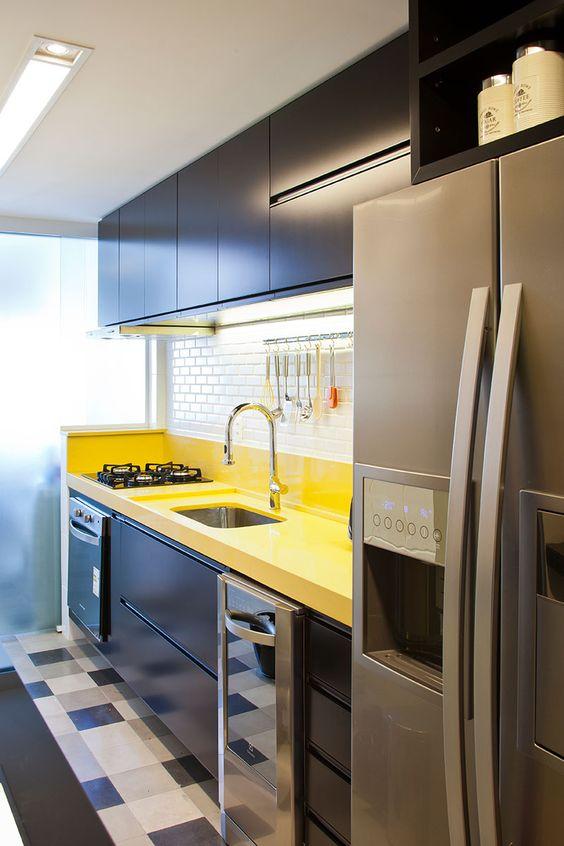 cor amarela - cozinha com bancada amarela