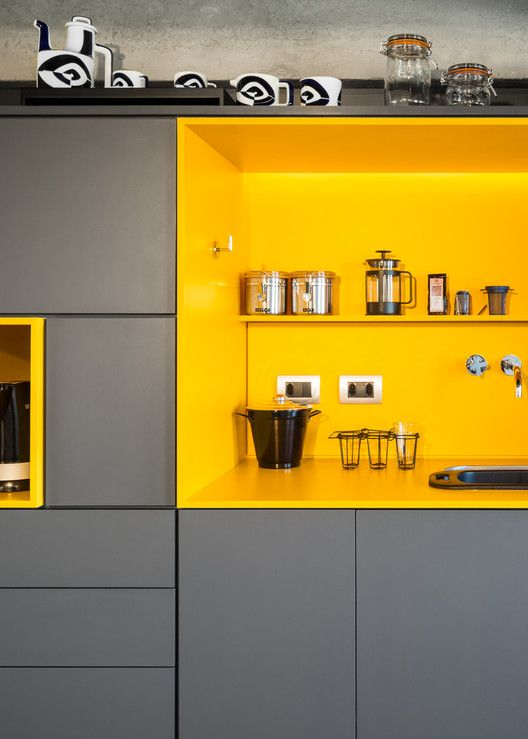 cor amarela - cozinha com nichos amarelos
