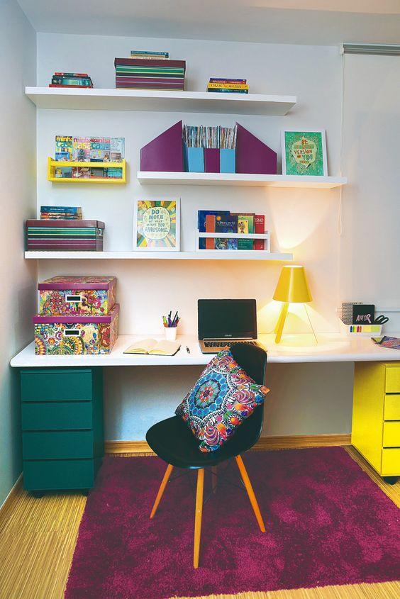 cor amarela - home office com tons de roxo e amarelo