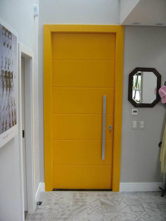 cor amarela - porta pivotante amarela