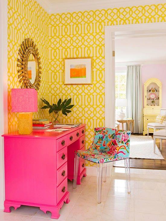 cor amarela - quarto com papel e parede amarela
