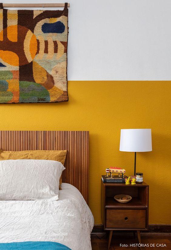 cor amarela - quarto com parede pintada de amarelo