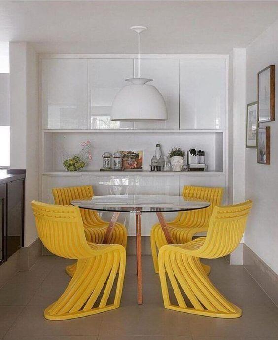 cor amarela - sala de jantar moderna com cadeiras amarelas