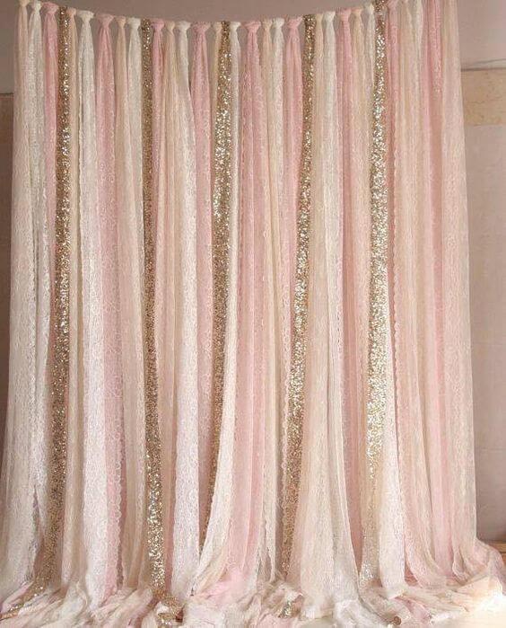 Cortina de papel crepom rosa e dourado