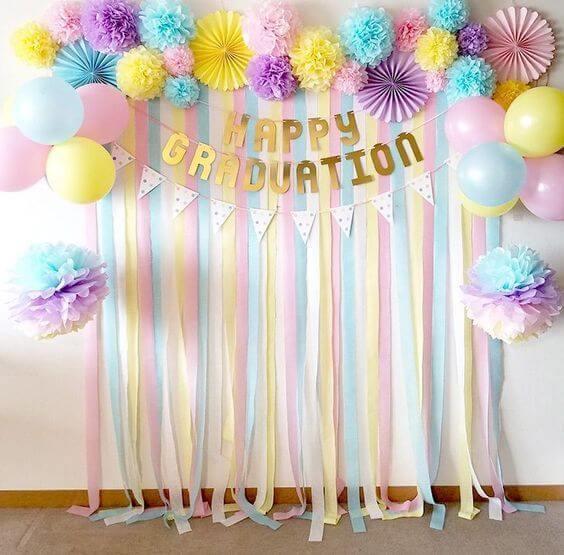 Cortina de papel crepom com cores pasteis