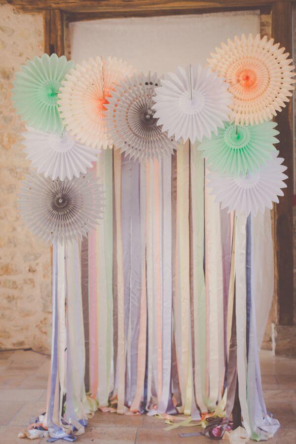 Como fazer cortina de papel crepom