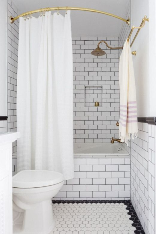 cortina para banheiro - banheiro com ladrilhos brancos e cortina simples