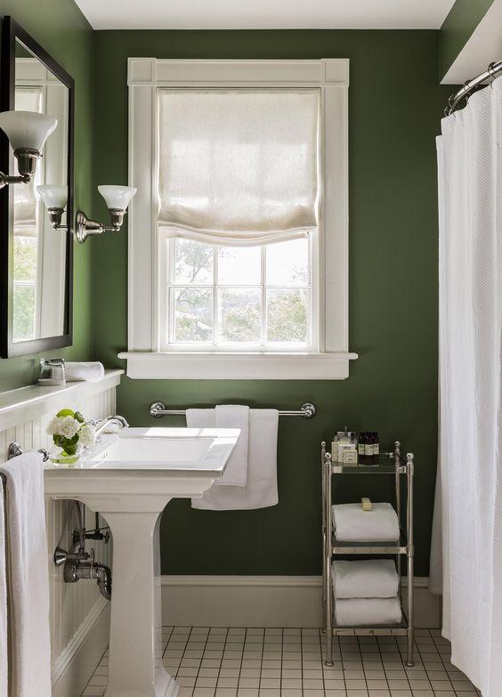 cortina para banheiro - banheiro verde com cortinas brancas