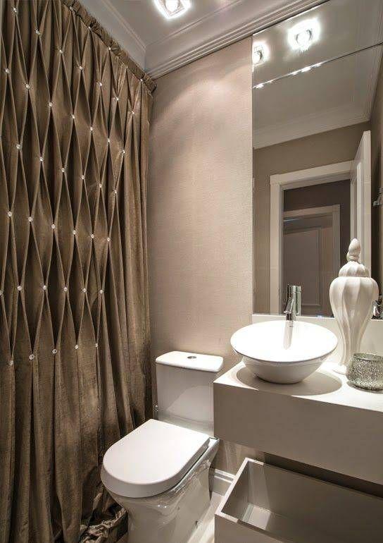 cortina para banheiro - cortina marrom com detalhes