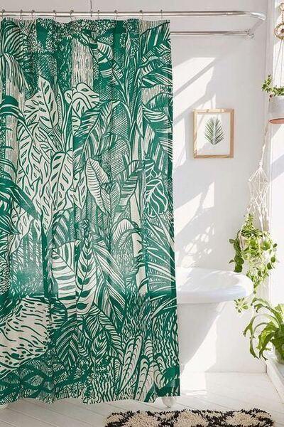 cortina para banheiro - cortina verde com desenho tropical