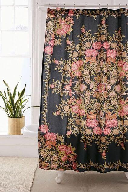 cortina para banheiro - cortina preta com flores