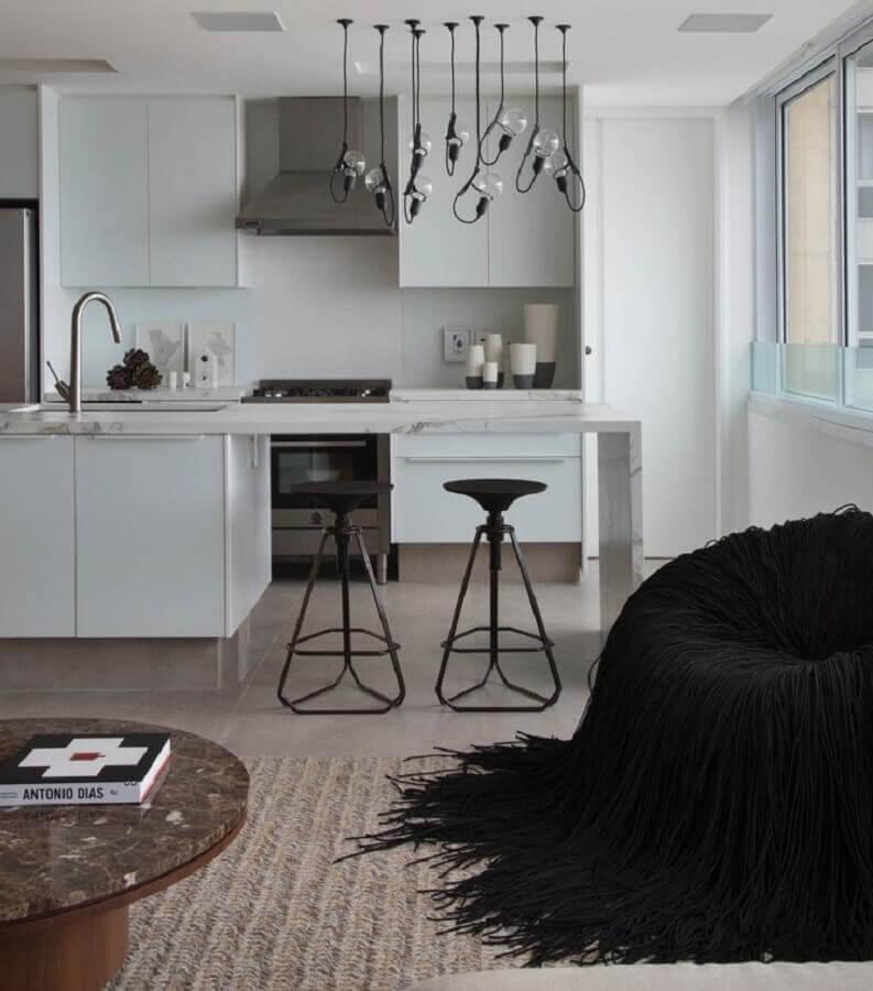 cozinha com bancada planejada toda branca Foto Studio RO+CA